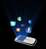 在移动电话的社会媒体 库存图片