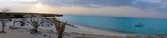 在穆沙岛的日落在塔朱拉湾,吉布提 图库摄影