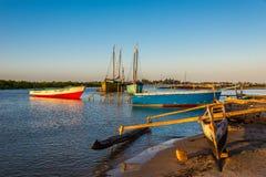 在穆龙达瓦捕鱼港口的早晨 免版税库存图片