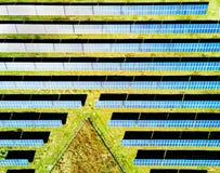 在空中乡下捷克能源欧洲之上许多光致电压最近的面板的照片pilsen工厂次幂共和国太阳岗位联盟 免版税库存图片