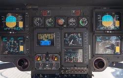 在空中客车EC 135直升机的驾驶舱 免版税库存图片