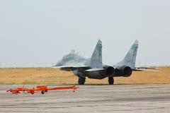 在空军基地的俄国喷气式歼击机MIG-29 库存照片