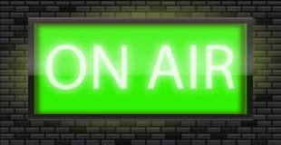 在空气在黑砖墙背景的广播标志 免版税库存图片