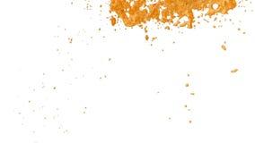 在空气的甜橙液体流程飞行 射击在慢动作的糖液体小河与阿尔法通道当luma铜铍 Ver 9 皇族释放例证
