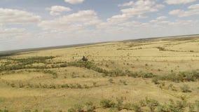 在空气的直升机飞行与云彩 股票视频