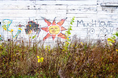 在空白木头的爱恋的街道画 免版税库存照片