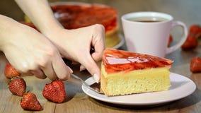 在空白牌照的草莓蛋糕 股票视频