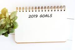 在空白的便条纸背景,对succe的新年目标的2019个目标 库存图片