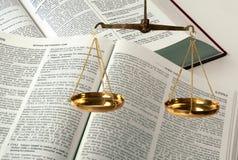 在空白的缩放比例的查出的正义 免版税库存照片