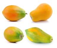 在空白背景查出的成熟番木瓜 免版税库存图片