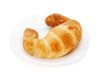 在空白背景查出的新鲜和鲜美新月形面包 免版税库存图片