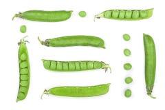 在空白背景查出的新鲜的绿豆荚 集合或汇集 顶视图 平的位置样式 库存图片