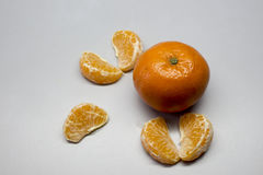 在空白背景查出的橙色果子片式 库存照片