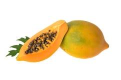 在空白背景查出的番木瓜 免版税库存照片