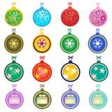 在空白背景的五颜六色的圣诞节球 库存例证