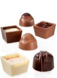 在空白背景的巧克力糖分类 免版税库存照片