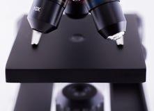 在空白背景的显微镜 免版税库存照片