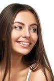 在空白背景的有吸引力的微笑的妇女纵向 免版税库存照片