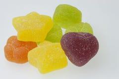 在空白背景的果冻糖果 在白色背景的胶粘的糖果 我们喜欢明胶 免版税图库摄影