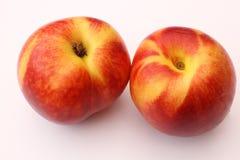 在空白背景的油桃 免版税库存图片