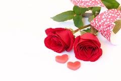 在空白背景的红色玫瑰华伦泰的 免版税库存图片