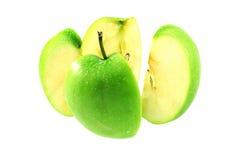 在空白背景的绿色苹果中断 库存图片