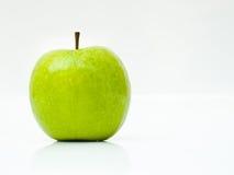 在空白背景的绿色苹果 免版税库存图片