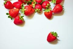 在空白背景的草莓 免版税库存照片