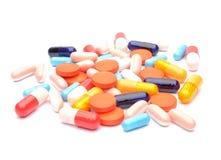 在空白背景的药片 免版税库存图片