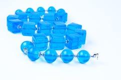 在空白背景的蓝色玻璃珠 库存图片