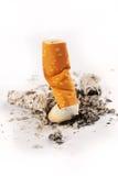在空白背景的被熄灭的香烟 免版税库存照片