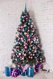 在空白背景的装饰的圣诞树 库存图片