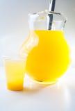 在空白背景的Maracuya/Passionfruit饮料 库存照片