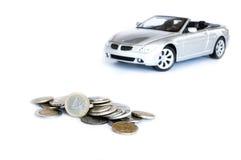 在空白背景&汽车查出的货币 免版税库存图片