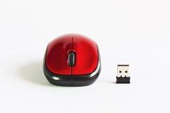 在空白表的一个红色鼠标 免版税库存图片