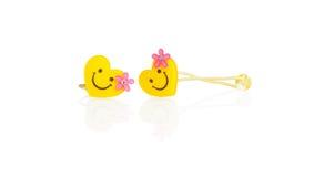 在空白backgr与微笑的黄色簪子查出的 免版税库存图片