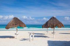 在空的海滩在海滨del卡门,墨西哥 库存照片