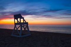在空的海滩的惊人的日落,鳕鱼角,美国 免版税库存图片