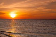 在空的海滩的惊人的日落,鳕鱼角,美国 库存图片
