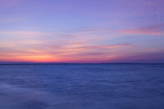 在空的海滩的惊人的日落,鳕鱼角,美国 免版税图库摄影