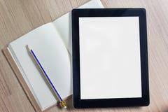在空的简单的日志的大黑空的屏幕片剂个人计算机与penci 免版税库存照片