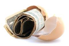 在空的蛋壳的Dolars 库存照片