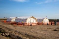 在空的难民营的帐篷在Roeszke 免版税库存图片