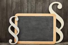 在空的黑板的段作为法律建议概念 免版税库存图片