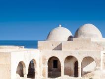 在突尼斯南部,杰尔巴岛,古老Fadh懒人清真寺 免版税库存照片