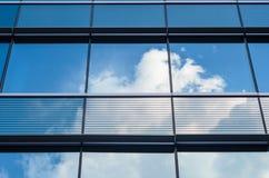 在窗口反映的云彩 库存图片