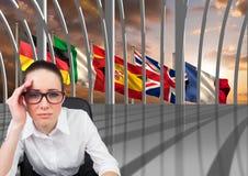在窗口后的主要语言旗子 年轻人乏味妇女在办公室 图库摄影