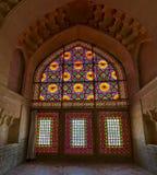 在窗口彩色玻璃里面的城堡 免版税库存图片