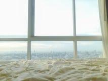 在窗口旁边的舒适毯子 库存图片