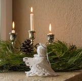 在窗口的圣诞节装饰 免版税库存图片